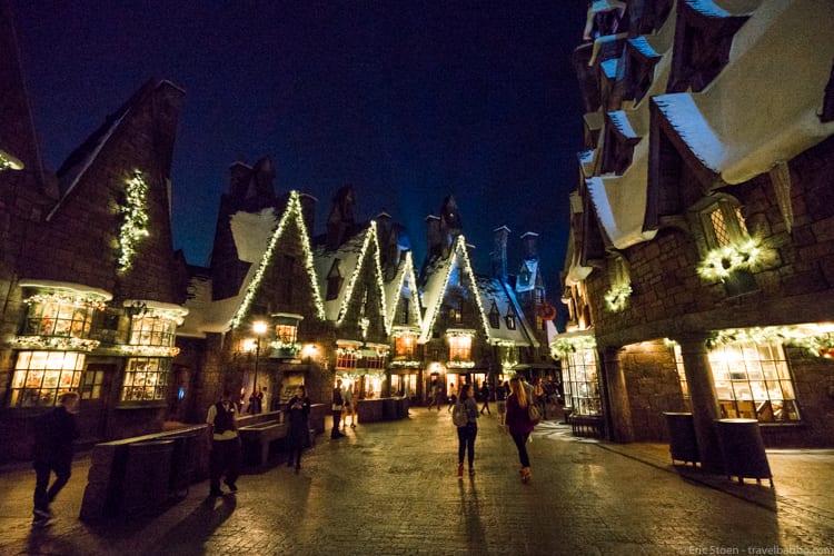 Universal Orlando Holidays: Hogsmeade decorated for the holidays