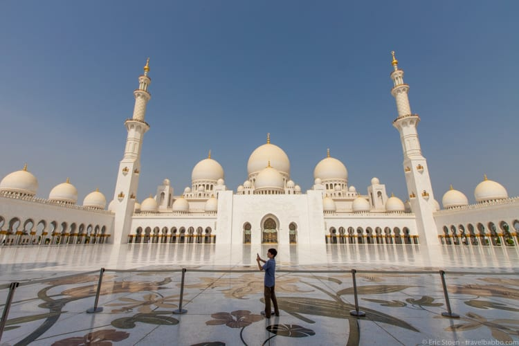 Around the world - At the Sheikh Zayed Mosque in Abu Dhabi